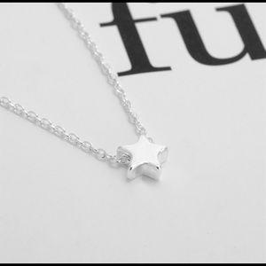 Jewelry - 🆕NWT🌷Dainty ⭐️Star⭐️ Pendant Necklace